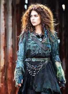 Nadia Hilker in 'The 100′ (2014).