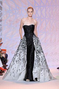 Modello perfetto per il mio wedding dress! ZUHAIR MURAD / Autunno Inverno 2014-2015 / PARIS