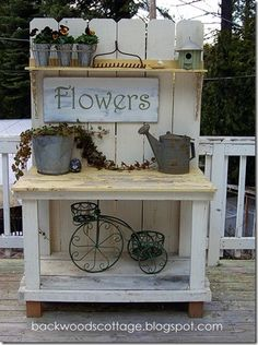 Adorable Potting Bench. Would match our fence and my daughters tree house perfectly!