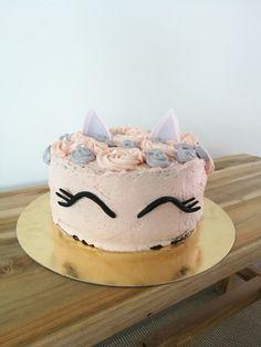 White chocolate base strawberry mousse. Pony Cake, Strawberry Mousse, White Chocolate, Base, Baking, Desserts, Food, Tailgate Desserts, Deserts