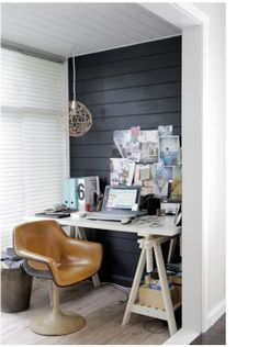 would not mind to work in that corner. Yummy home office with black wall.