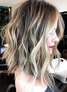 Tousled Wavy Lob с Balayage Основные моменты Medium Hair Cuts, Medium Hair Styles, Short Hair Styles, Haircuts For Medium Length Hair, Wavy Lob, Super Short Hair, Trending Hairstyles, Wavy Hairstyles, Everyday Hairstyles