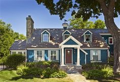 Look at the paint colour combination I created with Benjamin Moore. Via @benjamin_moore. Body: Gentleman's Gray 2062-20; Trim: Lancaster Whitewash HC-174; Shutters: Boothbay Gray HC-165; Door: Townsend Harbour Brown HC-64.