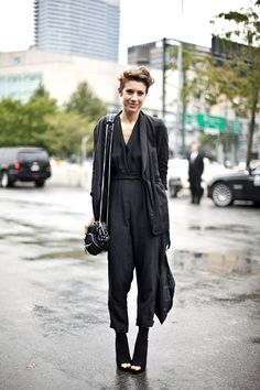 that just has my name written all over it. black out with layers. All Black Fashion, Women's Fashion, All Black Everything, Style Snaps, Back To Black, Wearing Black, Casual Chic, Style Me, Personal Style