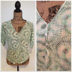 Top Relaxed very flattering can fit medium Forever 21 Tops Blouses