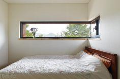 Room windows for kids? ❤️ Room windows for kids? Roof Design, Window Design, Architecture Design, Modern Windows, House Windows, Modern House Design, Home Bedroom, Home Interior Design, Furniture Design