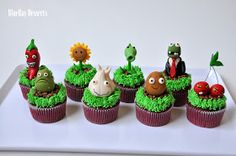 These Plants vs. Zombies cupcakes were a birthday surprise from Mommy Liza for her son, Lanz , who just t. Zombie Cupcakes, Fancy Cupcakes, Zombie Birthday Parties, Zombie Party, Birthday Ideas, Plantas Versus Zombies, Pasteles Halloween, Edible Creations, Sweet Cakes
