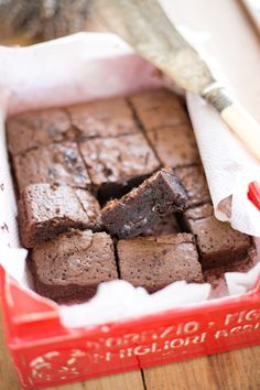 browny in a red box Brownies, Chocolate Cosmos, Chocolate Desserts, Bakery, Candy, Sweet, Recipes, Food, Pound Cake
