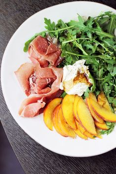 Fabulous summer salad of arugula, peaches, prosciutto, and goat cheese, drizzled with tart balsamic vinaigrette. Wine Recipes, Salad Recipes, Cooking Recipes, Dessert Recipes, What's Cooking, Breakfast Recipes, Healthy Snacks, Healthy Eating, Healthy Recipes