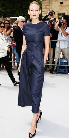 Simply cool. ¿Pueden creer que este traje de Leelee Sobieski de Dior es de mezclilla?