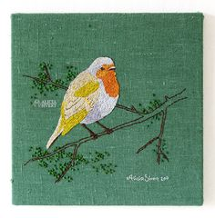 Robin redbreast, embroidery by Alicia Sivertsson. Rödhake mot grön botten, broderi av Alicia Sivertsson.