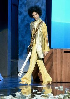 Prince 2015, Grammy Awards...I can see that strut in my mind! <3