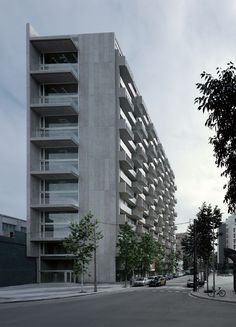 Ramón Sanabria. Viviendas sociales en el 22@, en Barcelona. Fotografía: Aleix Bagué. #tc_arquitectura #spain_architecture #architecture_publication