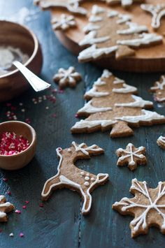 Old-Fashioned Gingerbread Cookies + a Giveaway! – The Kitchen McCabe Old-Fashioned+Gingerbread+Cookies+++a+Giveaway!+-+The+Kitchen+McCabe Christmas Cooking, Christmas Desserts, Christmas Treats, Holiday Treats, Holiday Recipes, Noel Christmas, Christmas Windows, Italian Christmas, Christmas Gingerbread