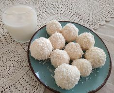 Test és Forma: Kókuszgolyó szűrleményből + kókusztej recept (hisztaminszegény, IR-barát) Krispie Treats, Rice Krispies, Food, Essen, Meals, Rice Krispie Treats, Yemek, Eten