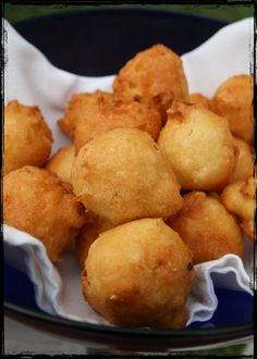 How To Make Hush Puppies, The Greatest Fried Food Of All Time From: Buzz Feed, please visit Tefal Actifry, Hush Puppies Rezept, Seafood Recipes, Cooking Recipes, Kolaci I Torte, Fried Fish, Fish Fry, Air Fryer Recipes, Southern Recipes