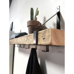 Kapstok Timber - Lilly is Love Foyer Design, House Design, Design Design, Furniture Projects, Home Furniture, Diy Coat Rack, Hallway Ideas Entrance Narrow, Front Hallway, Japanese Interior