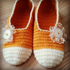Bayan Patik Modelleri ve Kadın Patik Örnekleri 59 Crochet Baby Blanket Beginner, Crochet Pumpkin, V Stitch, Crochet Slippers, Sewing Hacks, Baby Shoes, Socks, Long Hair Styles, Knitting