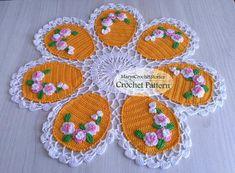 Easter Crochet Patterns, Crochet Doilies, Crochet Flowers, Flower Patterns, Vintage Table Centerpieces, Easter Table Decorations, Easter Decor, Easter Ideas, Thick Yarn