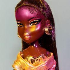 "Discover even more relevant information on ""bratz dolls"". Look at our web site. Bratz Doll Makeup, Bratz Doll Outfits, Lol Dolls, Barbie Dolls, Black Bratz Doll, Black Barbie, Brat Doll, Bratz Girls, Pose"