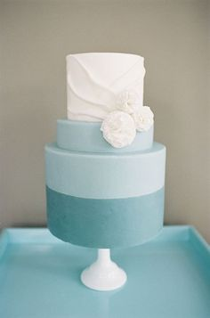 I Like: The second blue color on two layers of the cake, the dip-dyed look and the pretty white detailing on the top layer of the cake.
