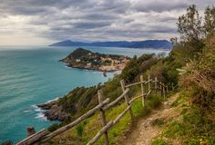 This walk is one of the most scenic in Liguria (and Cinque Terre) and very easy to do. You just need two hours to get to the Punta Manara viewpoint and return back.