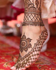 90 Beautiful Leg Mehndi Designs for every occasion - Sprüche - Henna Designs Hand Wedding Henna Designs, Engagement Mehndi Designs, Latest Bridal Mehndi Designs, Indian Mehndi Designs, Legs Mehndi Design, Mehndi Design Photos, Unique Mehndi Designs, Beautiful Henna Designs, Mehndi Designs For Hands