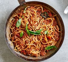 10 steps to the best spaghetti Bolognese Healthy Recipe Videos, Bbc Good Food Recipes, Easy Dinner Recipes, Easy Meals, Cooking Recipes, Pastas Recipes, Mince Recipes, Healthy Recipes, Vegetarian Recepies