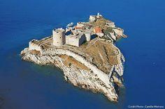 Provence France, Paris France, Monuments, French Castles, Château Fort, Travel Log, Parc National, Mount Rushmore, Travel Destinations