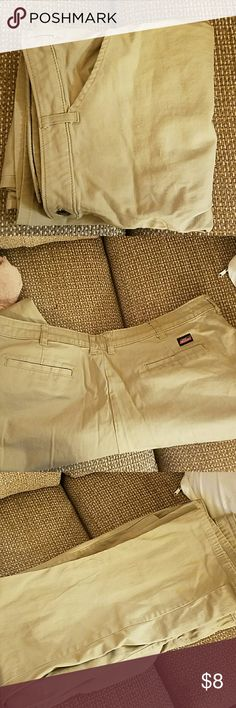 "Womens size 18 Dickies pants Excellant condition. Great for work or casual. Waist measures approximately 40"". Inseam is approximately 31"". Back and front pockets. Beltloops. Dickies Pants"