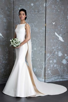 See the Spring 2019 wedding dresses from Legends by Romona Keveza bridal Pretty Wedding Dresses, Amazing Wedding Dress, Wedding Dress Trends, Designer Wedding Dresses, Bridal Dresses, Perfect Wedding, Wedding Ideas, Boat Neck Wedding Dress, Wedding Dress Sleeves