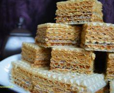 Wafle przekładane masą krówkową Krispie Treats, Rice Krispies, Mousse Cake, Scones, Sweets, Food, Sugar, Recipes, Gummi Candy