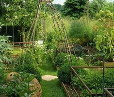 Potager Garden Stylish Vegetable Garden Design Ideas You Must Try 26 - Traditionally, Vegetable Garden Designs have always been a smaller replica of the full sized farms and particularly plants with straight […] Garden Types, Vegetable Garden Tips, Herb Garden, Green Garden, Indoor Garden, Garden Shade, Gardening Vegetables, Diy Garden, Organic Gardening Tips