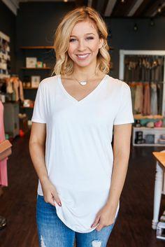 Ivory Short Sleeve V-neck Rounded Hem Tee – UOIOnline.com: Women's Clothing Boutique