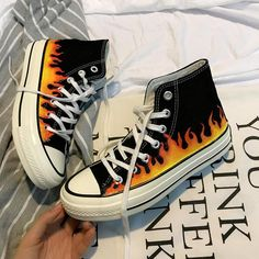 Skate high classic sneakers print fire thick sole - Alluring Tutorial and Ideas Painted Converse, Painted Sneakers, Painted Jeans, Painted Clothes, Painted Shoes, Canvas Sneakers, Grunge Outfits, Tumblr Outfits, Grunge Shoes