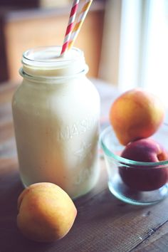 Peach Cobbler Protein Shake 1/2 cup cottage cheese, 1 scoop vanilla protein powder, 1/2 cup peaches (fresh, frozen), 1/2 tsp cinnamon, 1/2 tsp butter extract (or vanilla extract), stevia, 1/2-1 cup water Optional: 1/2 tsp xanthan gum