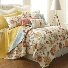 Cotton quilt set with a floral motif