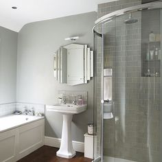 Art Deco-style bathroom with walk-in corner shower and traditional white suite Light Grey Bathrooms, Gray And White Bathroom, Bathroom Gray, Art Deco Bathroom, Modern Bathroom, Bathroom Ideas, Bathroom Designs, Shower Designs, Chic Bathrooms