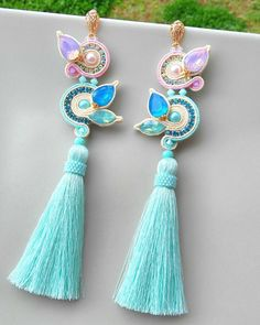 Shibori, Earrings Handmade, Handmade Jewelry, Chandelier Earrings, Drop Earrings, Diy Jewelry, Jewelry Making, Soutache Earrings, Craft Bags