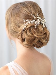 Shop Fall Collection! Wedding hair clip offers botanical beauty with rhinestone sprigs, dancing leaves and pearls.