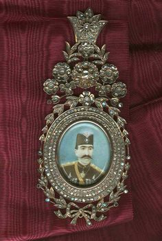 Iran Qajar Order of Lion and Sun, a very early Grand Cross Military Star from Fatali Shah era with golden rays and standing Lion which was only awarded to members of Royal Middle Eastern Art, Grand Cross, Persian Pattern, Tehran Iran, Persian Culture, Royal Crowns, Iranian Art, Royal Jewelry, Ancient History