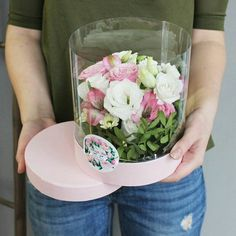 Композиция в прозрачной шляпной коробке #цветы #композицияизцветов #композиция #букет #flowers