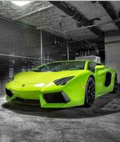 Wowzers! We're blown away by this Lamborghini Aventador Verde Ithica #WildWednesday