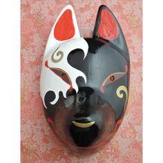 善狐と悪狐のあいだを彷徨い暗黒面にとらわれかけている——そのようなイメージでデザインされた狐面です。元は白かったはずの顔が、今では大部分が黒に染まっています。 Kitsune Mask, Oni Mask, Ninja Japan, Princess Painting, Fox Spirit, Clay Wall Art, Cool Masks, Dark Night, Butterfly Wings