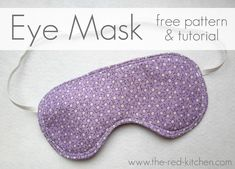 I would love to be able to combine cute fabrics on this super useful DIY project. :) the red kitchen: Eye Mask -- Free Pattern & Tutorial Easy Sewing Projects, Sewing Hacks, Sewing Tutorials, Sewing Crafts, Sewing Patterns, Diy Projects, Diy Crafts, Diy Eye Mask, Eye Masks