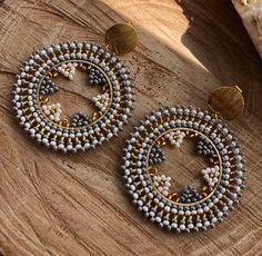 Embroidery Jewelry, Beaded Embroidery, Brooches Handmade, Earrings Handmade, Beaded Earrings, Beaded Jewelry, Jewellery, Brick Stitch, Jewelry Crafts