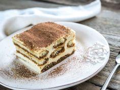 Learn how to prepare the original and authentic Tiramisu cake. This tiramisu cake recipe is the real Italian recipe, not americanized! Tiramisu Dessert, Tiramisu Fruits, Tiramisu Sans Gluten, Baking Recipes, Cake Recipes, Unique Recipes, Ethnic Recipes, Cooking Chef, Italian Desserts