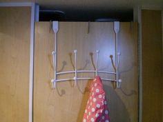 Support à linge sur la porte de la toilette Support, Clothes Hanger, 2013, Rv, Camping, La Perla Lingerie, Profile, Dutch Oven, Campsite