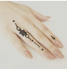 Easy henna, small tattoo, - Piercings, Tattoos and Henna - Henna Designs Hand - Henna Designs Hand Small Henna Designs, Henna Tattoo Designs Simple, Small Henna Tattoos, Finger Henna Designs, Beginner Henna Designs, Mehndi Designs For Girls, Mehndi Designs For Fingers, Mehndi Designs For Hands, Small Tattoo