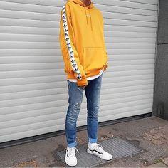 WEBSTA @ simple.fits - ⠀#SimpleFits @choninlu ⠀▪️ #Adidas #Hoodie ⠀▪️ #Bershka #Tee ⠀▪️ #JackandJones #Jeans ⠀▪️ #Vans #Sneakers